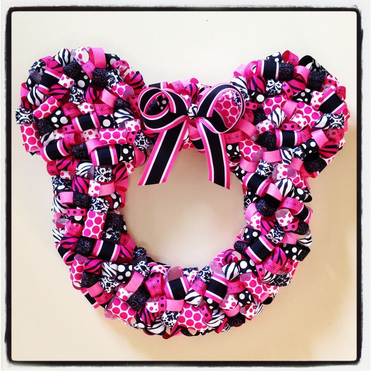 http://www.pinterest.com/gigigoddard/wreaths/ Minnie Mouse ribbon wreath.