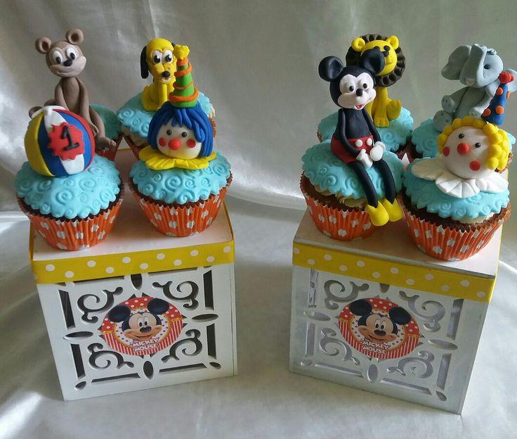 Cupcakes mickey circus....