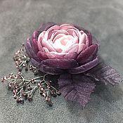 Купить или заказать Утро Коралловой Заводи. Брошь из ткани и натуральной кожи в интернет-магазине на Ярмарке Мастеров. Брошь - цветок из ткани, листья - натуральная кожа. Металл цвета серебра. Все веточки на проволочной основе, можно менять положение. Присутствуют цвета: белый, молочный, коралловый, светло-розовый, светло-серый, оливковый, мятный, светло-зелёный, бежевый. 1750 руб.