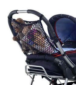 Uniwersalna siatka do wózka firmy reer jest łatwa w montażu. Przyczepia się ją do wózka za pomocą rzepów. Wykonana z nylonu. Wymiary (szer.x wys.): ok. 40 x 45cm. Kolor: czarny. Można prać w pralce.