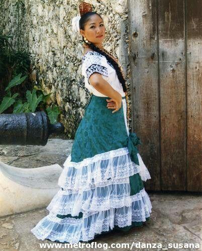 Traje regional de Campeche.