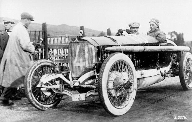 With his 115 HP Mercedes Grand Prix racing car from 1914, Count Giulio Masetti won the 1922 Targa Florio over a distance of 432 km. (Photo: Daimler Benz Archives)