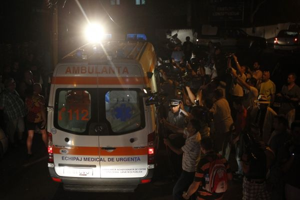 """В ночном клубе Румынии прогремел взрыв: много погибших и пострадавших.             Во время взрывав ночь с пятницы на субботу в Бухарестев ночном клубе """"Colectiv"""", где проходи"""