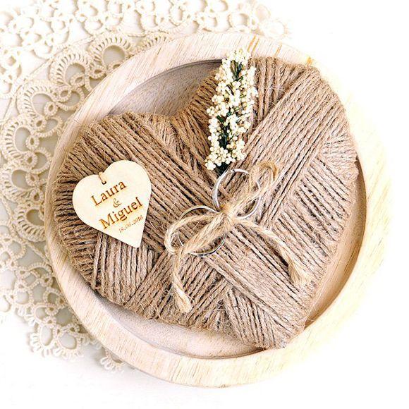 Imprescindibles para tu boda: Corazón de yute portalianzas