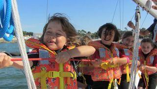 Vous entrez dans un espace Réservé aux Enfants ! Retrouvez notre sélection, des activités de pleine nature,  initiations aux sports nautiques, clubs de plage, chasses au trésor, manèges et animations (cirques, contes, spectacles…) pour leur plus grand plaisir !