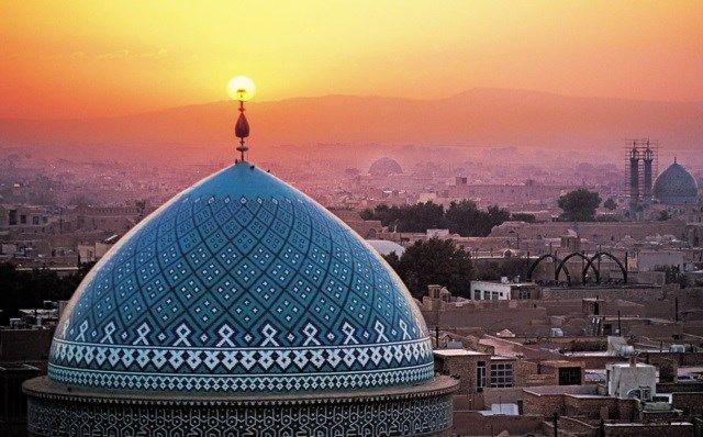 Com mais de 90% da população professando o islamismo, o Irã abriga alguns dos templos muçulmanos mais belos que existem! Descubra 17 deles nesta lista que vai te deixar hipnotizado