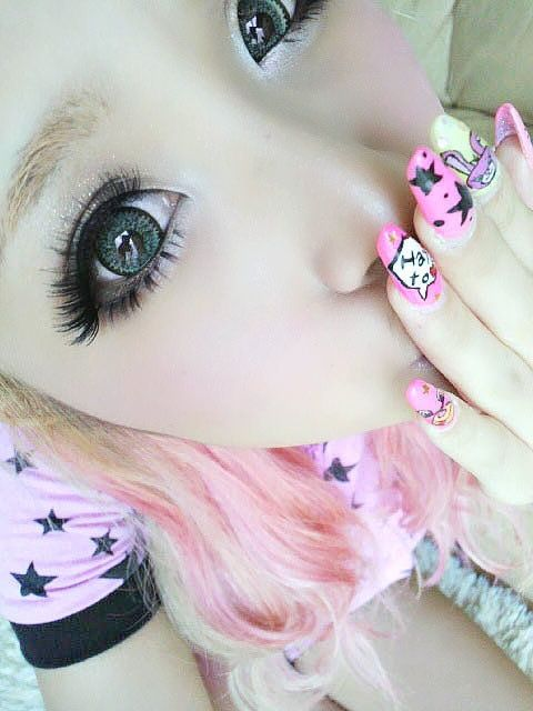 """Gyaru/gal makeup is the most popular makeup style in Japan and seen in all the fashion magazines like Popteen, Egg, Ranzuki, etc.  Gyaru makeup is all about the eyes and typically features winged eyeliner, dramatic false eyelashes and cosmetic colored circle contacts to enhance the size of the iris and give a """"puppy-eyed"""" look.  Here you can find all the circle lenses worn by famous models like Tsubasa Masuwaka, Kumicky and Kyaru Pyamyu Pyamyu."""