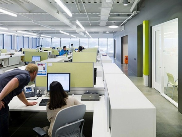 Open plan office nice use of green grey w partitions for Nice office decor