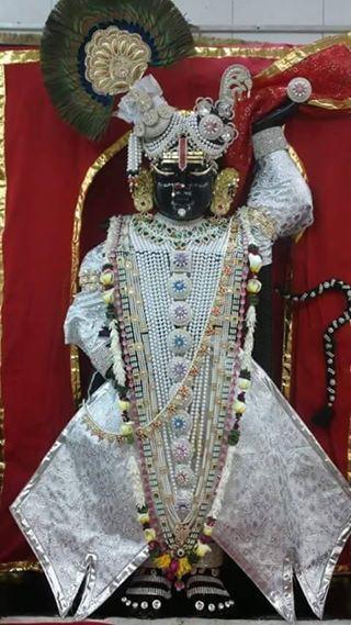 श्री गीरीराज धरण की जय हो  जय श्री कृष्ण #Shrinathji #श्रीनाथजी #श्रीकृष्णा #श्रीकृष्ण #Krishna #HareKrishna #Nathdwara #Rajasthan #Gujarati #Art #Pic #Image #Picture #Colours #Love #Hindu #God #Lord #Sweet #Gorgeous #Lovely #Makeup #Flute #Diamond #Gold #Silver #Beautiful #Beauty #Jewellery #Faith #Costume #Fashion #Clothes #Artist