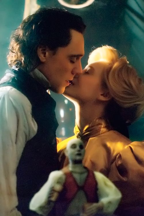 Sir Thomas Sharpe and Edith Cushing. Crimson Peak Official 2016 Calendar. Full size image [UHQ]: http://i.imgbox.com/SilBMqXw.jpg. Thanks to: Torrilla, Weibo http://www.weibo.com/1846858632/CwGCHw3uJ?from=page_1005051846858632_profile&wvr=6&mod=weibotime&type=comment#_rnd1440060090520