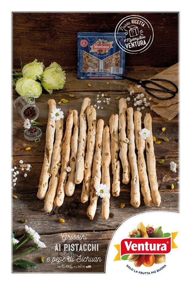 Monica di One in a Million ci delizia con questi speciali (e bellissimi) grissini con #pistacchi Ventura e pepe di Sichuan: che tocco gustoso!   Ecco la ricetta completa per riceeare questo manicaretto: www.onecakeinamillion.ifood.it/2016/04/grissini-ai-pistacchi-e-pepe-di-sichuan.html  #VenturaTopBlogger #MysteryBox  Scopri tutte le nostre ricette >>> http://www.madiventura.it/ricette