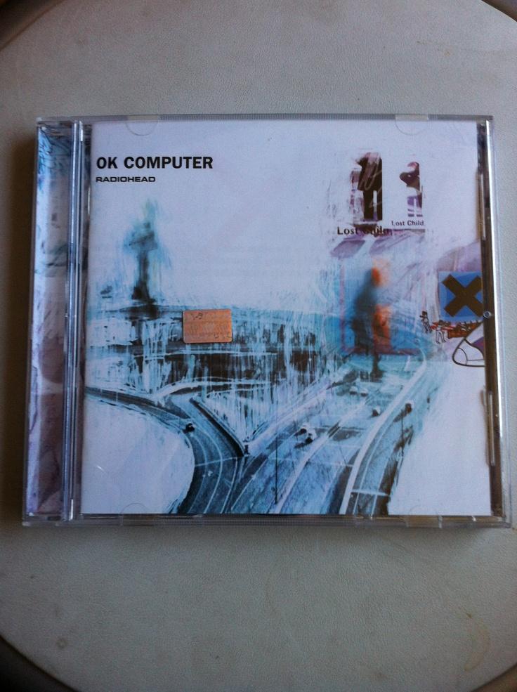 Mi disco de la vida. Lo que representa para mi el OK Computer (tercer disco de estudio de Radiohead y editado en 1997) es indescriptible. Lo escuché por primera vez el año 1998 cuando pasaban muchas cosas por mi cabeza y corazón. Un disco donde simplemente encuentro refugio.