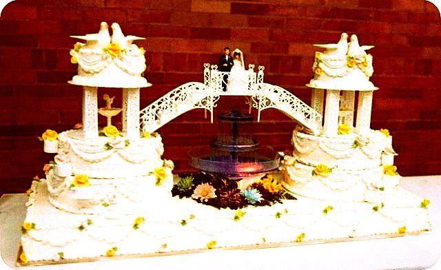 #FountainWeddingCake #Vanila #PrinceAndPrincess #Flowers #Aniversary #wedding