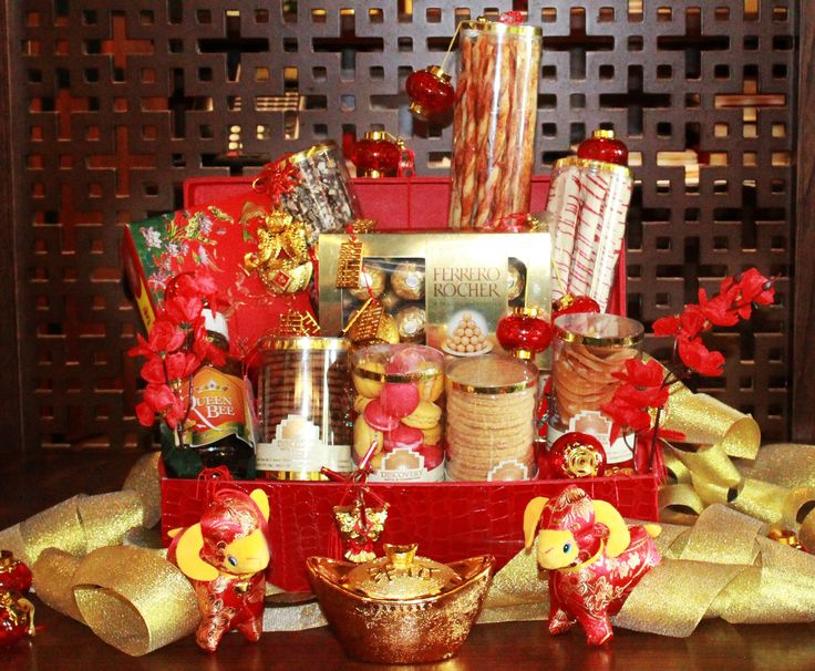 """Fabulous Your Chinese New Year Celebration with this delicious pudding and beautiful hampers at Discovery Hotel & Convention Ancol""  #imlek #chinese #newyear #discoveryhotelancol #discoveryancol #goat #snack"