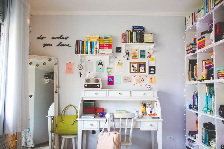 Inspiração de quarto com home office.