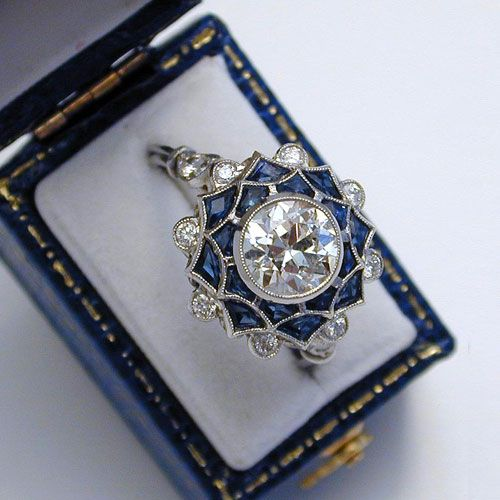 Art Deco vintage Platinum ring with diamonds and sapphires. Possibly France ca. 1925.