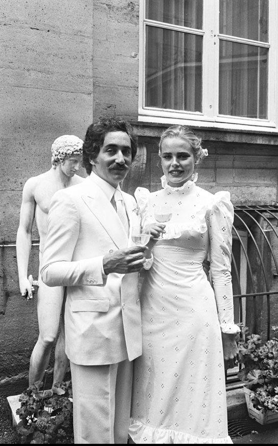 Margaux Hemingway PreviousNext  Margaux Hemingway  Margaux Hemingway  En juin 1975, Margaux Hemingway a épousé Erroll Wetson à Paris...