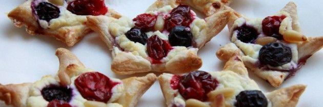 Hapje: kerststerren met geitenkaas, cranberry en blauwe bes