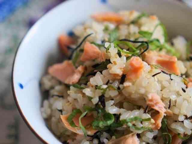 焼き塩鮭とひじきのおこわの画像