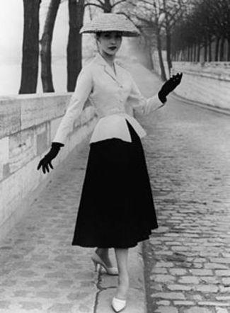 "Christian Dior New look ""apres guerre""1948 Quais de la Seine, Paris"