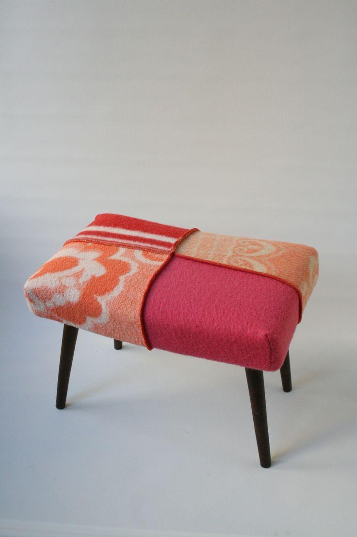 Vintage krukje bekleed met retro dekens. Hebben&Houden via metdehand.nl