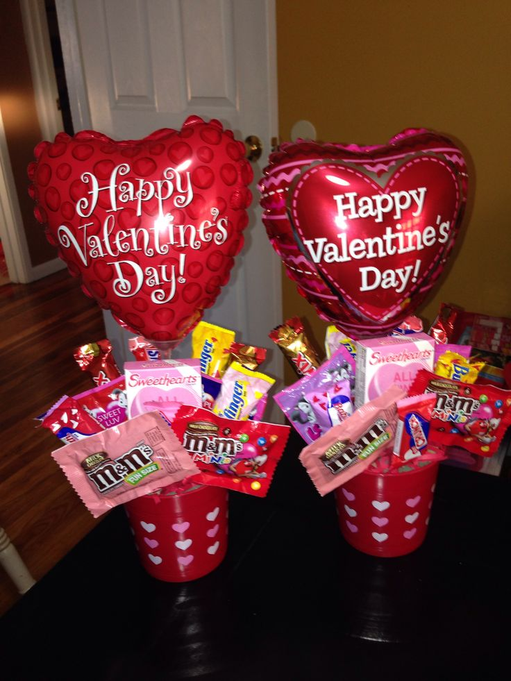 17 best ideas about candy arrangements on pinterest for Valentine candy crafts ideas