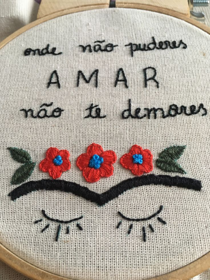 Diy And Crafts, Coin Purse, Lettering, Embroidery, How To Make, Shirt, Handmade, Cross Stitch Kitchen, Embroidery Ideas