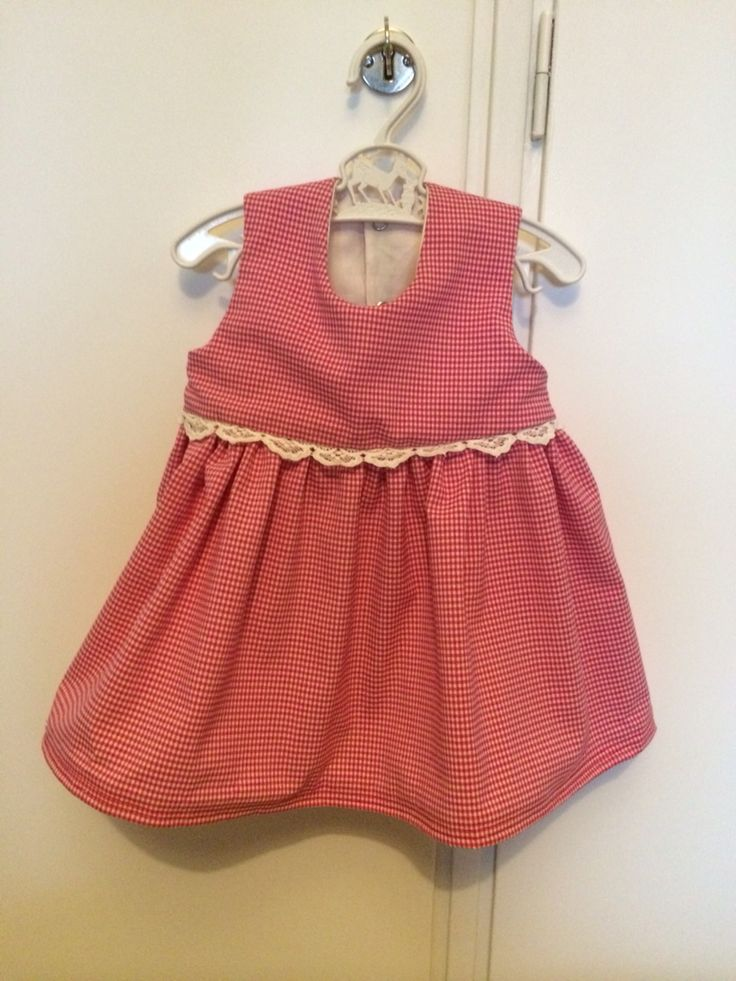 Bebisklänning till väninnans nyfödda lilla tjej