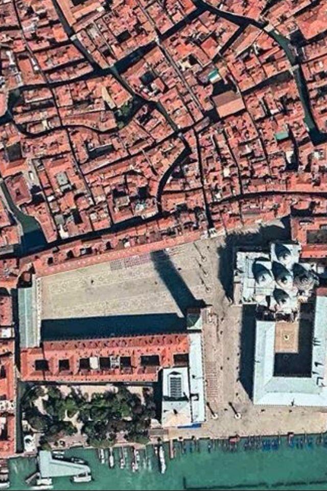 Plaza San Marcos, se aprecia la Catedral de San Marcos y el Palacio Ducal. Venecia.