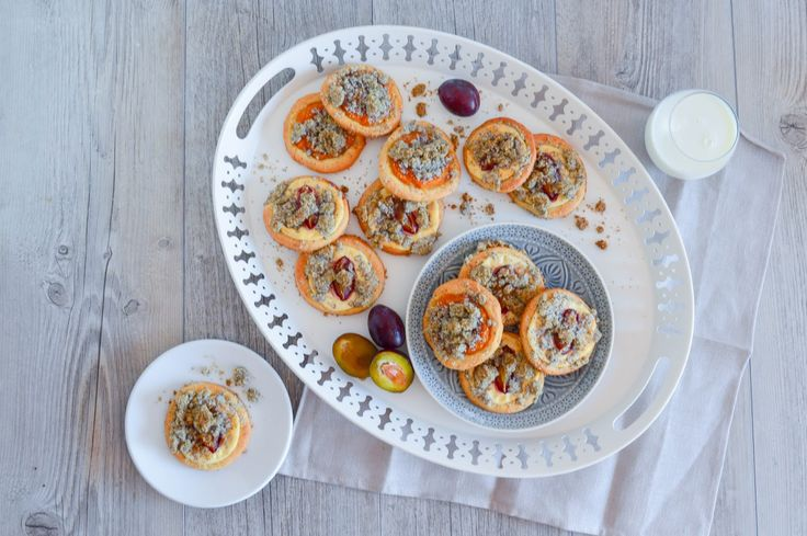 Poppy seed kolaches with quark (curd cheese) and plums or spiced pumpkin puree and poppy seed streusel
