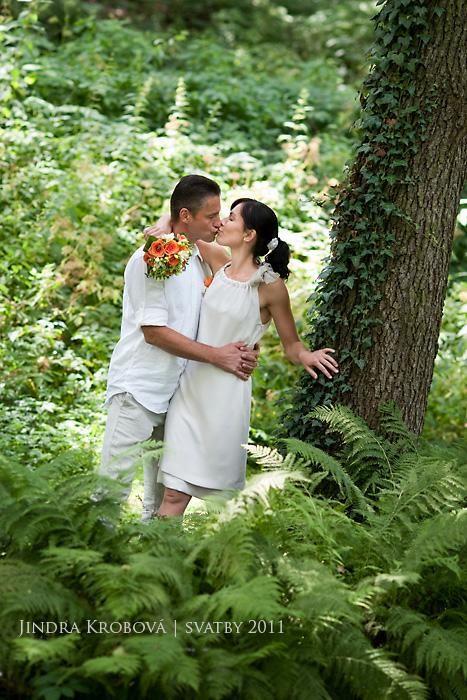 """Svatba v hotelu Port  Přejete si být oddáni na pláži, v zahradě nebo na parníku? Chcete si užít netradiční svatbu, například v retro stylu? Váš den """"D"""" včetně svatebního obřadu Vám připravíme ve Vámi zvoleném stylu.   Více informací ohledně pořádání svatby naleznete zde: http://www.hotelport.cz/firmy-a-skupiny/svatby-rauty-vecirky.html"""