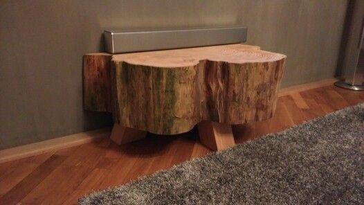 Heb je genoeg van suffe tv meubels?  #boomstam #tvmeubel #abies #boomstammeubels  Verbergt lelijke stekkers en stopcontacten door de ingefreeste inkeping in de achterkant én sluit perfect aan op de muur!   Www.creativeopen.nl