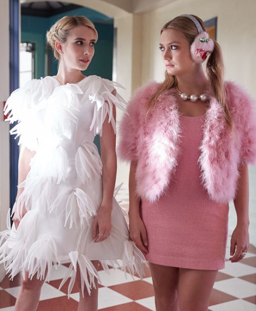 Emma Roberts and Billie Lourd as Chanel Oberlin and Chanel #3 in Scream Queens 2x05: Chanel Pour Homme-Icide.