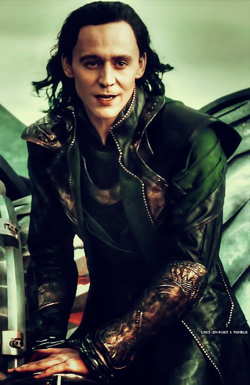 "Tom Hiddleston ""Loki"" Still from ""The Dark World"" paintshopping by me From http://loki-in-furs.tumblr.com/post/86821987061"