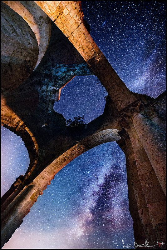 The ruins of San Bruzio monastery in Maremma Tuscany under the stars… simply stunning. To read about this special location click on http://www.maremmaguide.com/san-bruzio.html #sanbruzio #maglianointoscana #maremma #tuscany #italy #sky #ruins