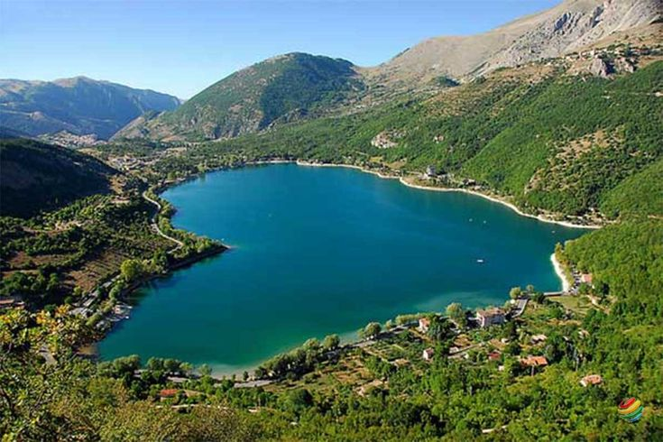 Scanno inserito tra i borghi più belli d'Italia, si trova in Abruzzo, tra la piccola Riserva Naturale Regionale Monte Genzana ...