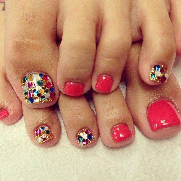 outline nail art