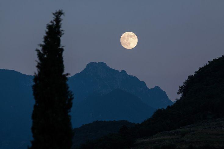 Luna llena en Capricornio. Primera Luna despues del solsticio de verano 21 junio.