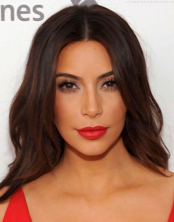 Kim Kardashian | makeup | bright lip