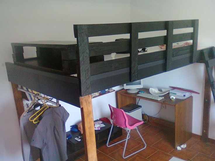 Pallets sleeper bed #Bed, #Pallet