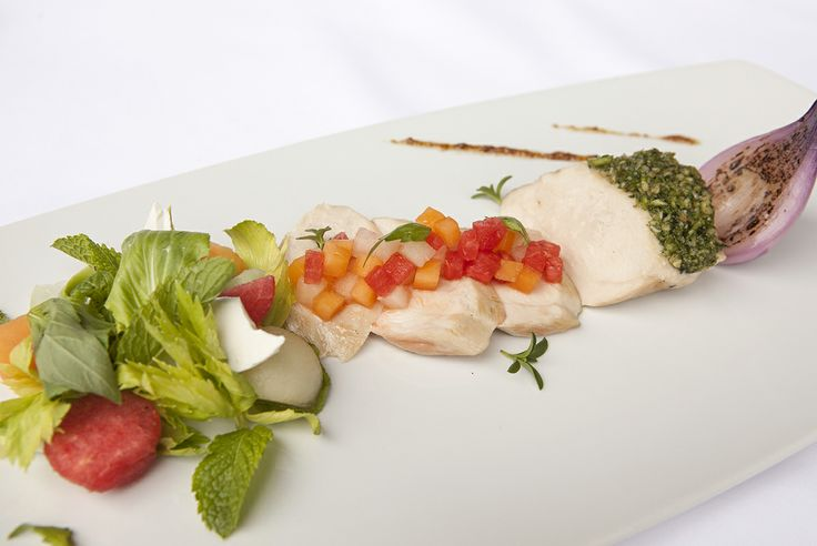 Grilled chicken breast with basil and salad of 3 melons
