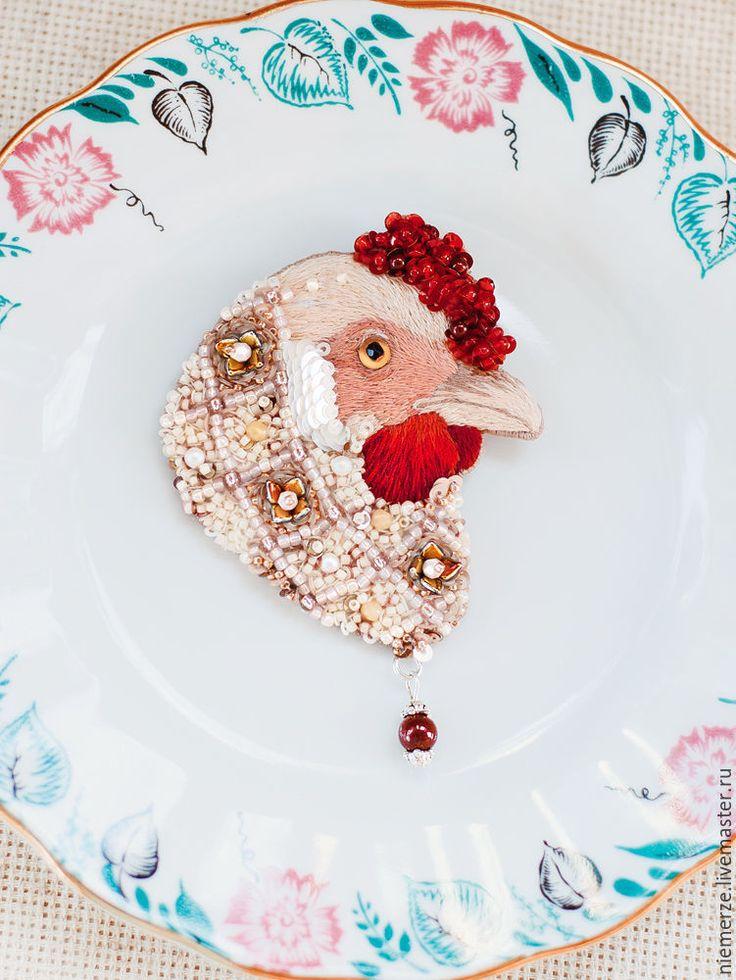 """Купить Вышитая брошь курица """"La Poule"""" - брошь птичка, вышитая брошь, украшение с вышивкой"""