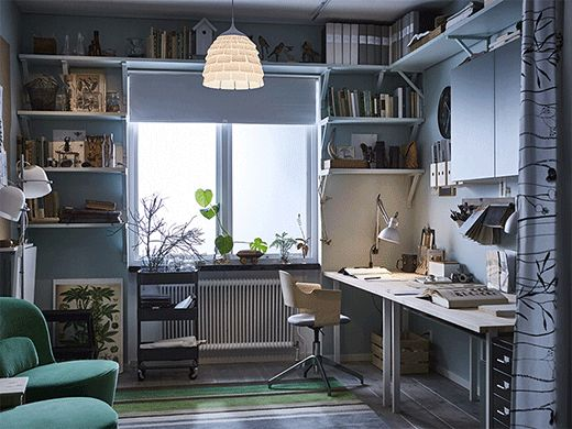 Un bureau à la maison chaleureux et efficace.  Lorsque votre maison est aussi l'endroit où vous travaillez, pas simple de respecter un équilibre entre travail et vie privée. Nous avons demandé à Therese, notre décoratrice, d'imaginer une solution qui combine bureau pratique et espace de vie convivial.
