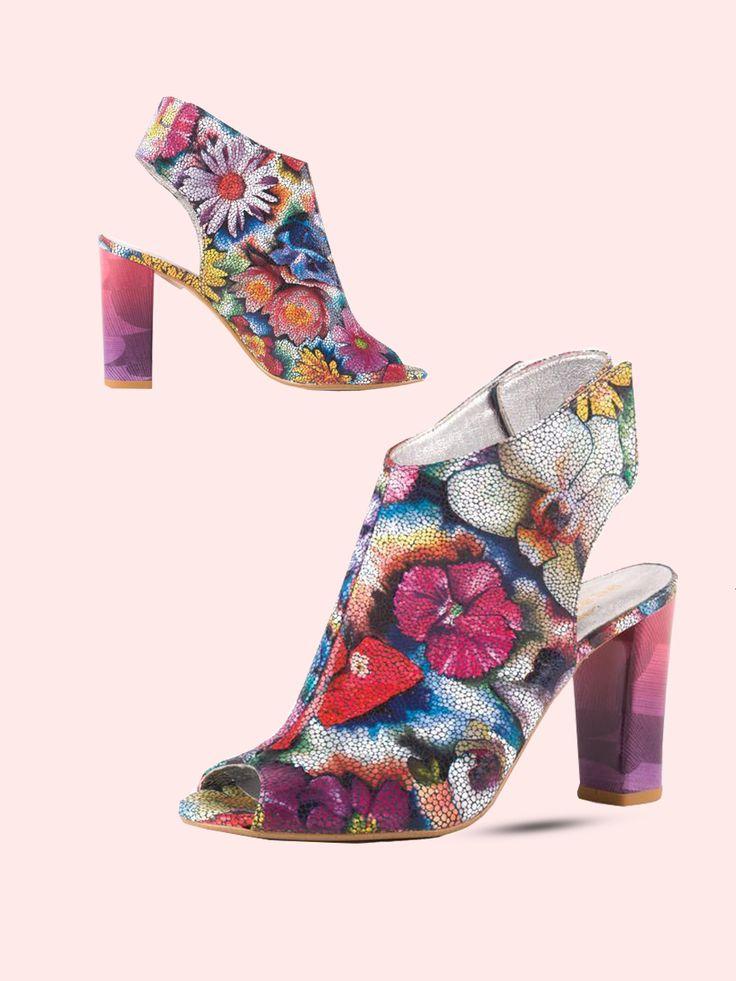 Stylizacja: do jeansów lub spódniczki. Dla kogo: Dla odważnych kobiet, które są na bieżąco z modowymi nowościami.  #eksbut #ginapiacci #shoes #buty #kobieta #style #fashion #moda #kwiaty #flowers