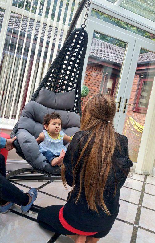 "Faryal Makhdoom with her daughter Lamaisah. Amir Khan on twitter: ""My princess is having her dinner."""