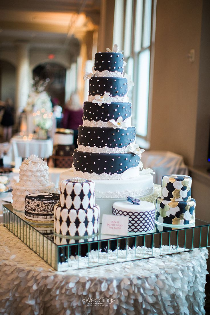 Beautiful Wedding Cakes by Susie's Cakes & Confections   Photo: Civic Photos