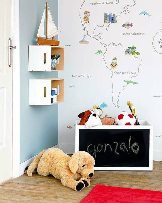 world map on white wall Kid's Wonderful World (it's in Spanish, but converts to English) Just paint image outlines, then decals for the rest?