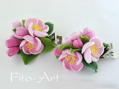 Заколки-зажимы с цветами яблони. Очаровательные цветы яблоньки с бутонами и листочками - оригинальное украшение прически летом.  Цена за 1 заколку.