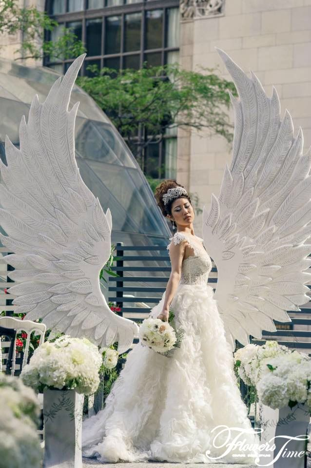 White Angel Wings photoshoot for the Wedluxe magazine by Flowers Time