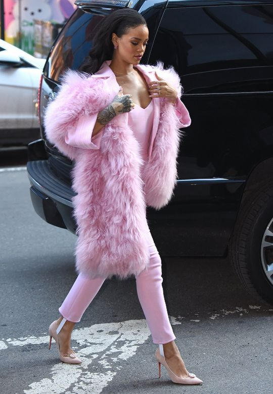 Oh. My. God. This is just super cool. Rihanna looks stunning in this pink combo!